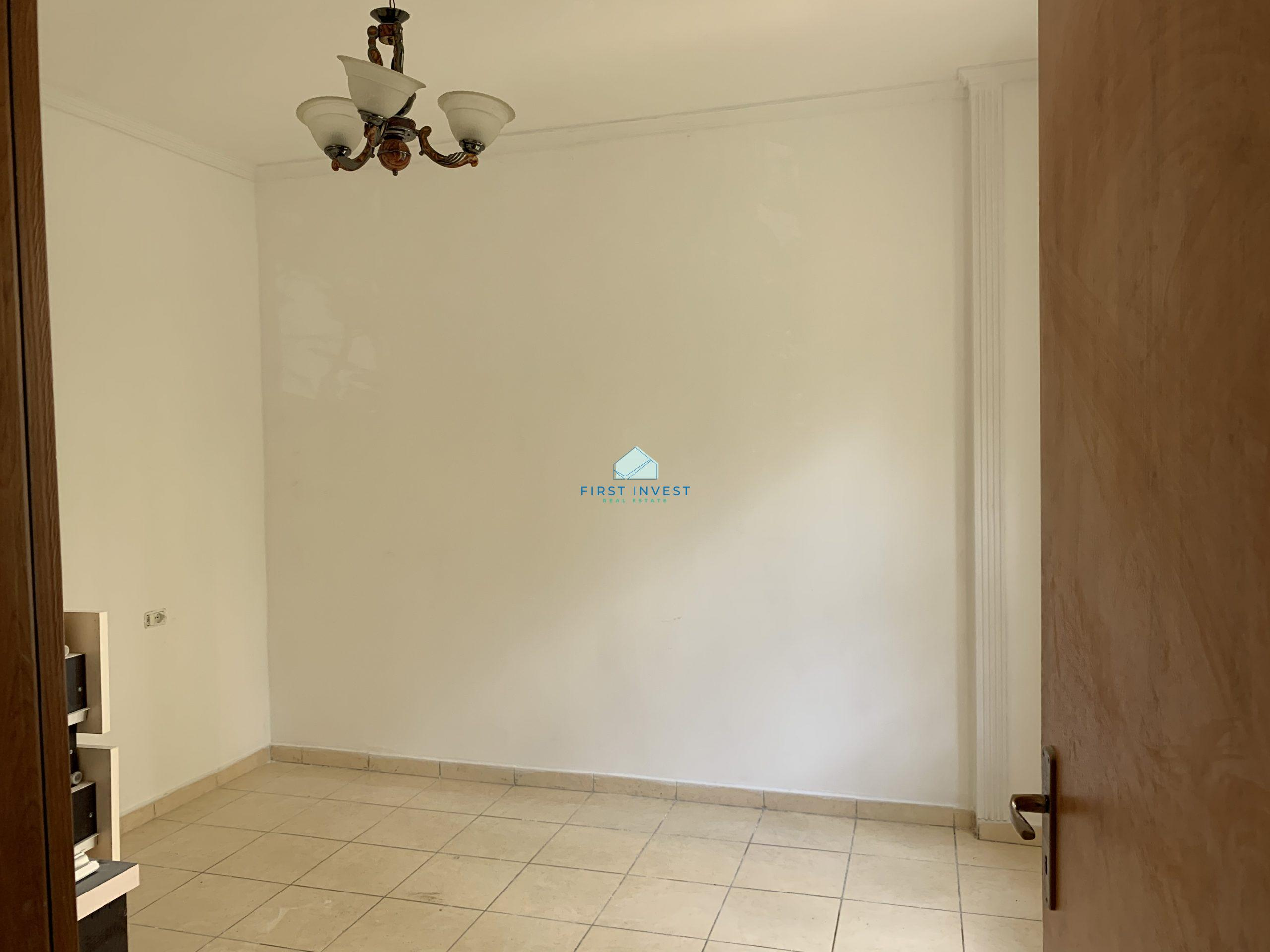 Shitet apartament 1+1